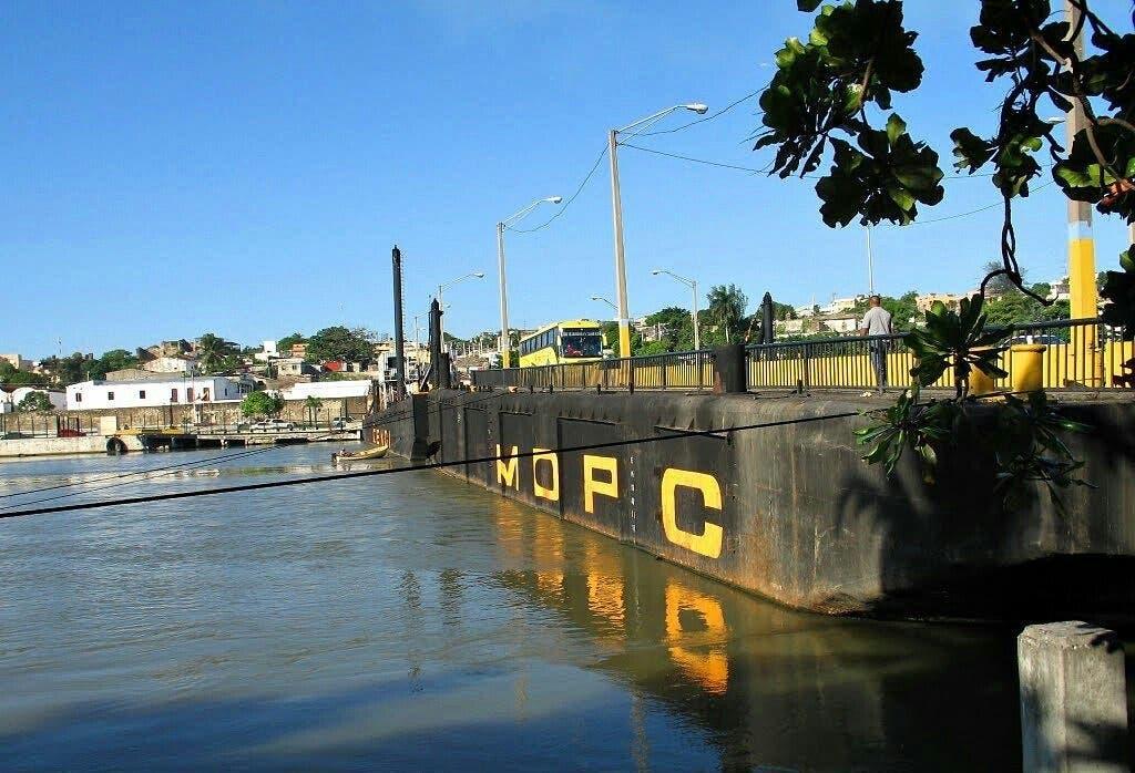 Reabren puente flotante luego de cierre  por avería