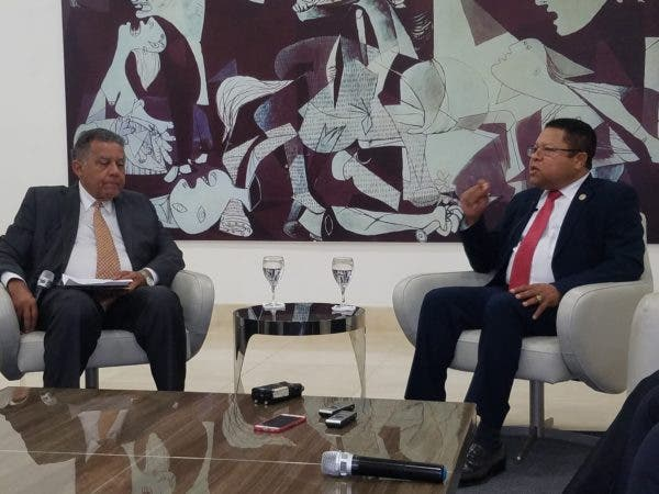 El director general de Pasaportes, Ramón Rodríguez, fue entrevistado este miércoles en el Almuerzo Semanal del Grupo de Comunicaciones Corripio. Foto. Ariel Cabral.