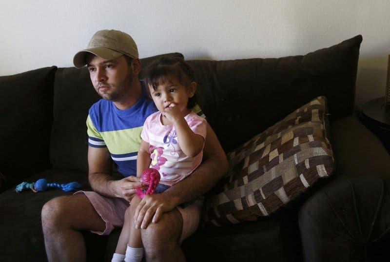 Mexicano cuenta cómo salvó a su hijita de un torrente de agua