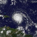 Imagen de satélite del huracán Irma cuyos campos nubosos ya arropan a Puerto Rico. Detrás del potente meteoro, la tormenta tropical José. Foto: NASA.