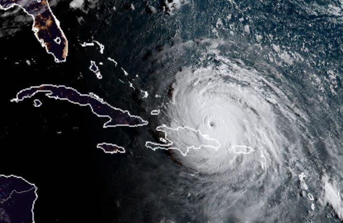 Resultado de imagen para Director del COE dando informe sobre el huracan Irma
