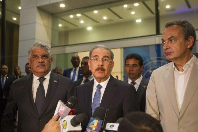 El presidente Danilo Medina junto al canciller Miguel Vargas y José Luis Rodríguez Zapatero.