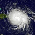 María, huracán de categoría 4, tocó tierra con vientos de 250 kilómetros por hora en las cercanías del municipio de Yabucoa a las 06.15 hora local (10.15 GMT), y su ojo se encuentra actualmente a 40 kilómetros al oeste de la capital San Juan.   Foto: NASA.
