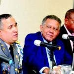 Bautista y Vittini junto al periodista Juan Bolívar Díaz