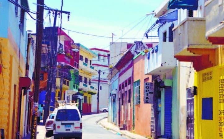 """Calle """"Padre Miguel"""", en San Carlos, cuyo rótulo se está descascarando."""