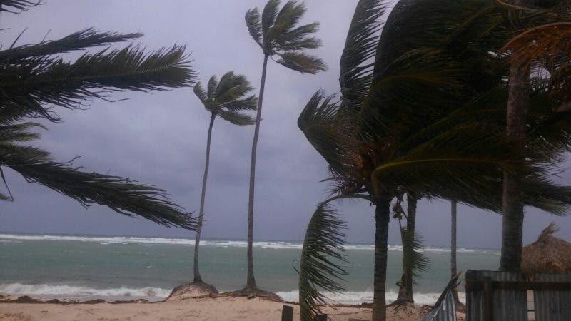 República Dominicana cierra la mayoría de sus puertos por huracán María