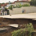 SANTIAGO.- Moradores del Sector El Retiro en  la avenida del Arroyo se vieron fuertemente afectados por las lluvias del Huracán María.      HOY       Rafael Vargas Molina