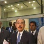 l presidente Danilo Medina junto al canciller Miguel Vargas y José Luis Rodríguez Zapatero