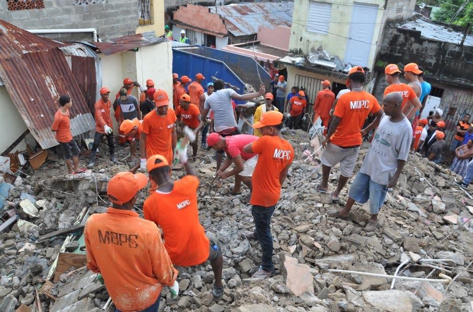 Video: Colapsan cinco viviendas en sector Las Cañitas tras lluvias dejadas por María