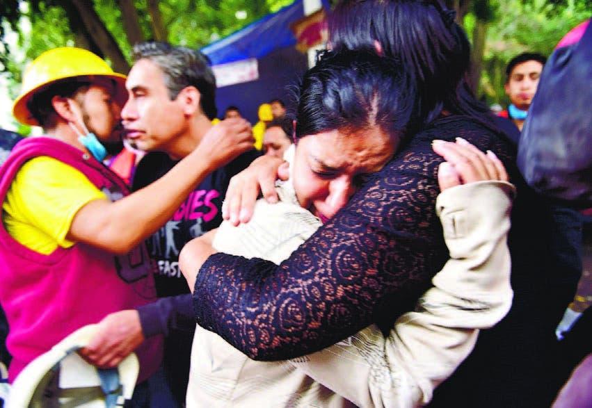 Familiares de María Ortiz, fallecida antes de que los rescatistas pudieran lo calizarla