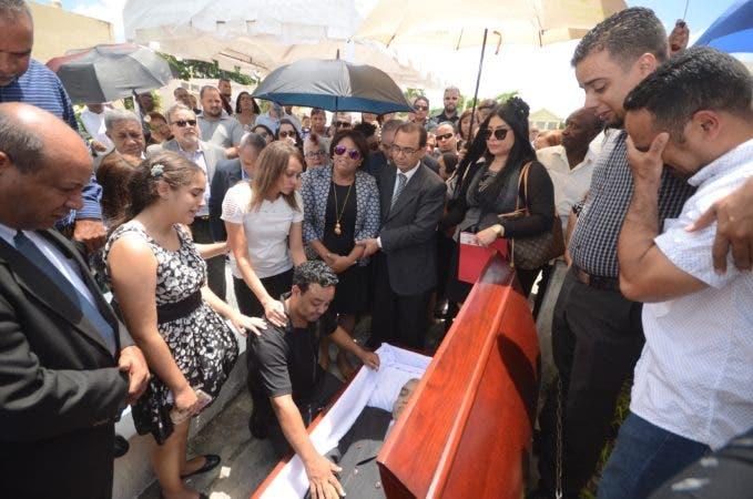 Sepultados los restos reconocido periodista Leo Hernández, en el cementerio Cristo redentor Santo Domingo Rep. Dominicana. 5 de septiembre de 2017. Foto Pedro Sosa