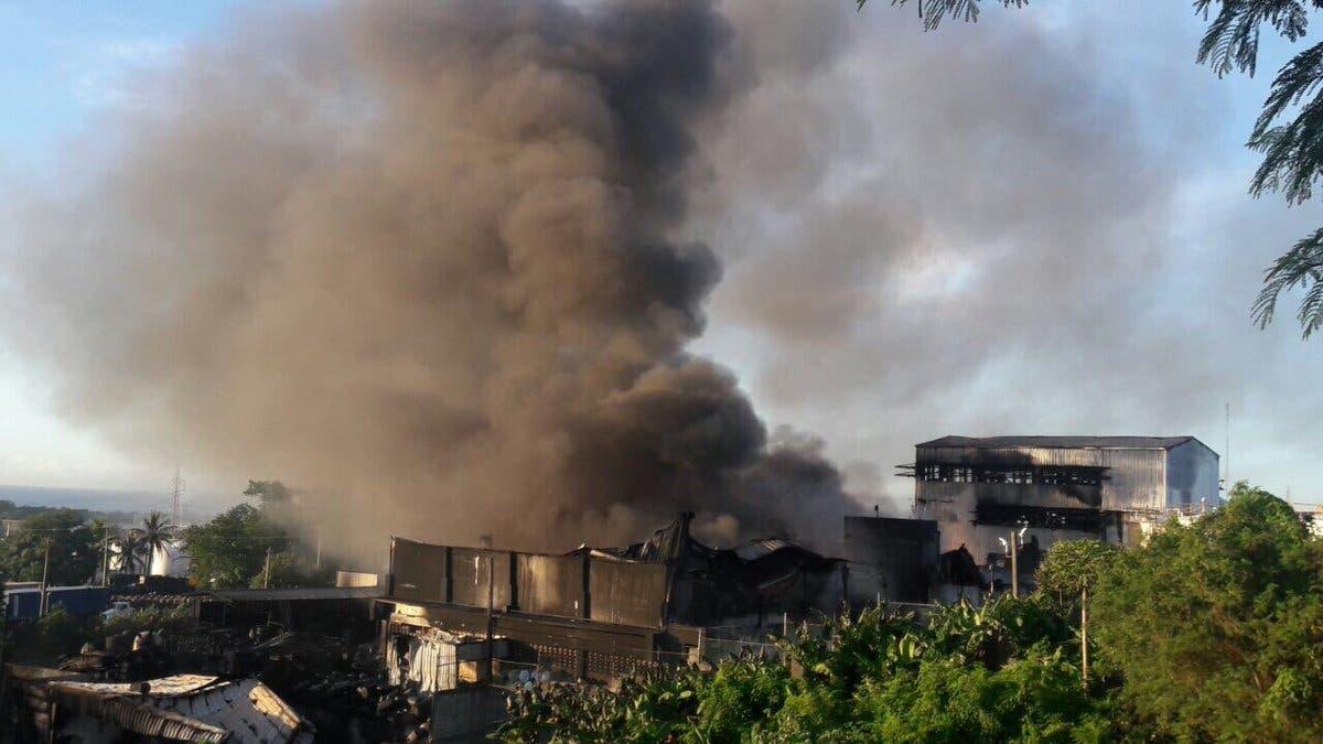 Video: Incendio afecta empresa Multiquímica Dominicana en Haina