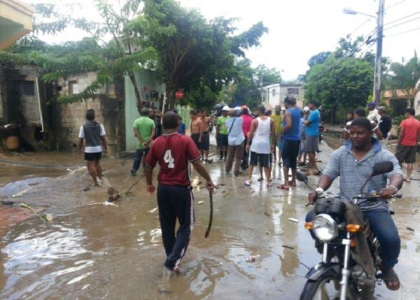 Coordina acciones para evitar brotes de enfermedades en zonas inundadas