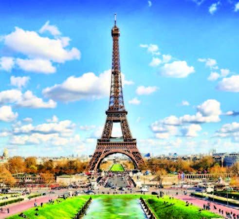 La Torre Eiffel, diseñada por los ingenieros Maurice Koechlin y Émile