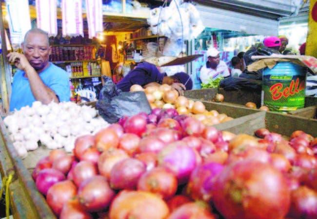 La libra de cebolla roja vende a RD$35.00, debido que registra un alza de RD$5.0 0