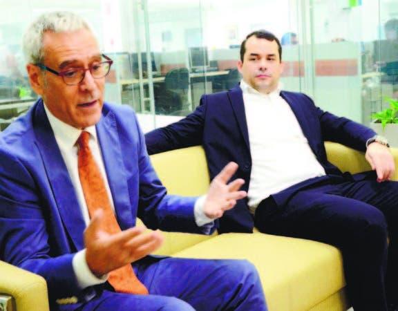 Lluis Martínez-Ribes, consultor internacional, y el presidente de la ONEC, José Luis Magadán