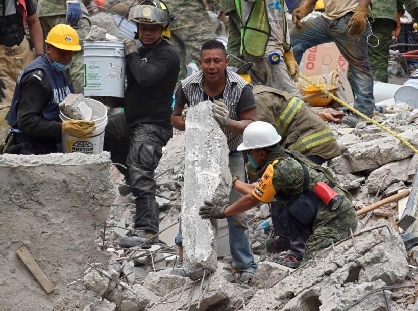 México busca entre ruinas tras un sismo que mató a 223