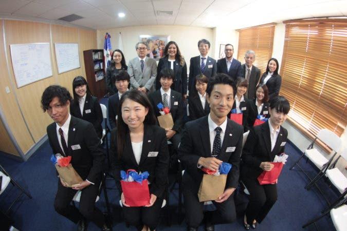 Ministra Robiamny Balcácer junto a la delegación Japonesa y el Embajador de Japón en el país