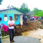Pese a que el huracán María se aleja, las autoridades exhortan a la población a ser precavida por las lluvias