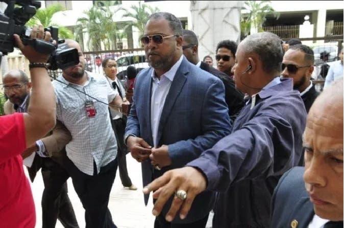 Ex Dodger Raúl Mondesí condenado por corrupción en RD