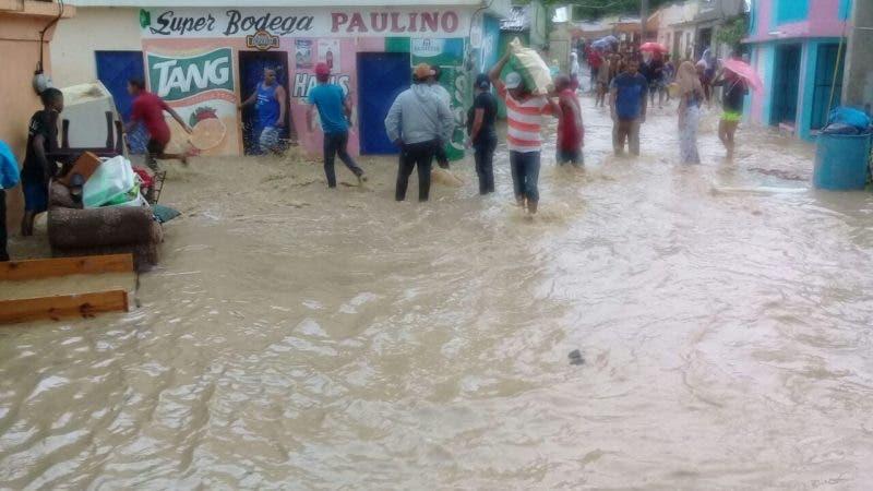 El aguas del río Jaya se llevaron varias viviendas en San Francisco de Macorís. Foto cortesía de Elvido Lora.