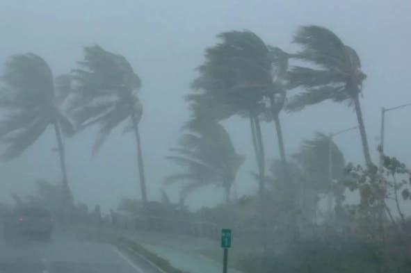 Los fuertes vientos huracanados de Irma, así como aguaceros, se dejaron sentir desde tempranas horas de la madrugada de este jueves. Fuente externa.