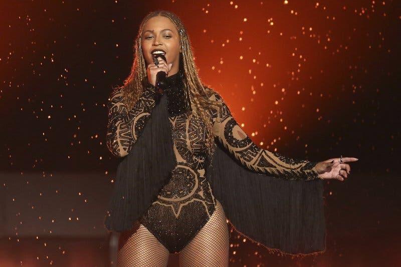 """Video: Beyoncé lanza remix benéfico de """"Mi gente»"""