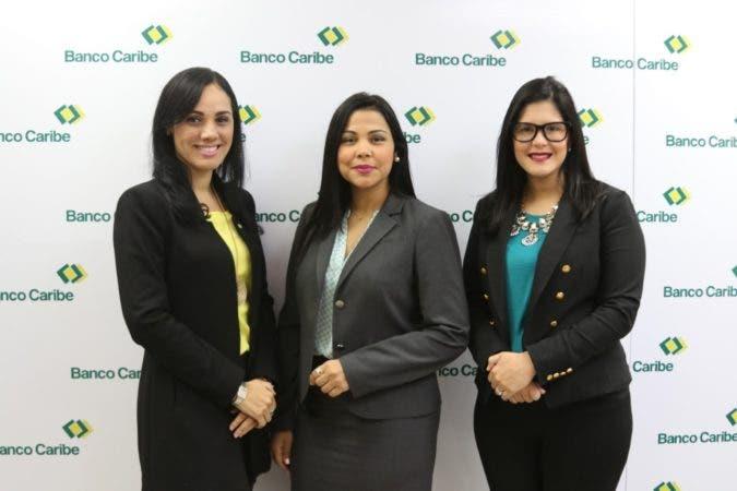 Xiomy Ramírez, gerente de productos pasivos y préstamos de Banco Caribe; Isleyda Peña, vicepresidenta de estrategia comercial y Margaret Mora, gerente de mercadeo.