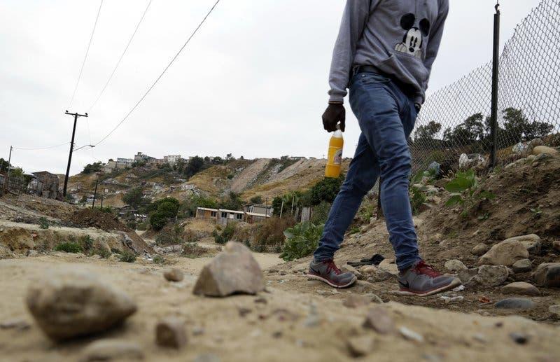 """Haitianos varados en frontera EEUU hallan """"sueño mexicano"""""""