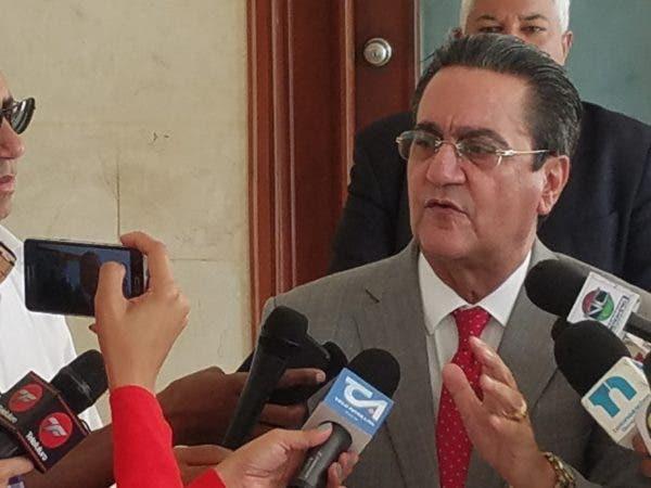 El rector Iván Grullón.