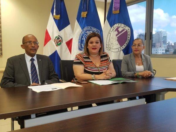 Los detalles sobre la Cumbre Latinoamericana de Gobernanza y Marketing Político fueron ofrecidos por la empresaria de eventos, Marité Gil Machado. Le acompañaron el vicerrector de Extensión de la UASD, Rafael Nino Féliz y la maestra Noris de la Cruz.