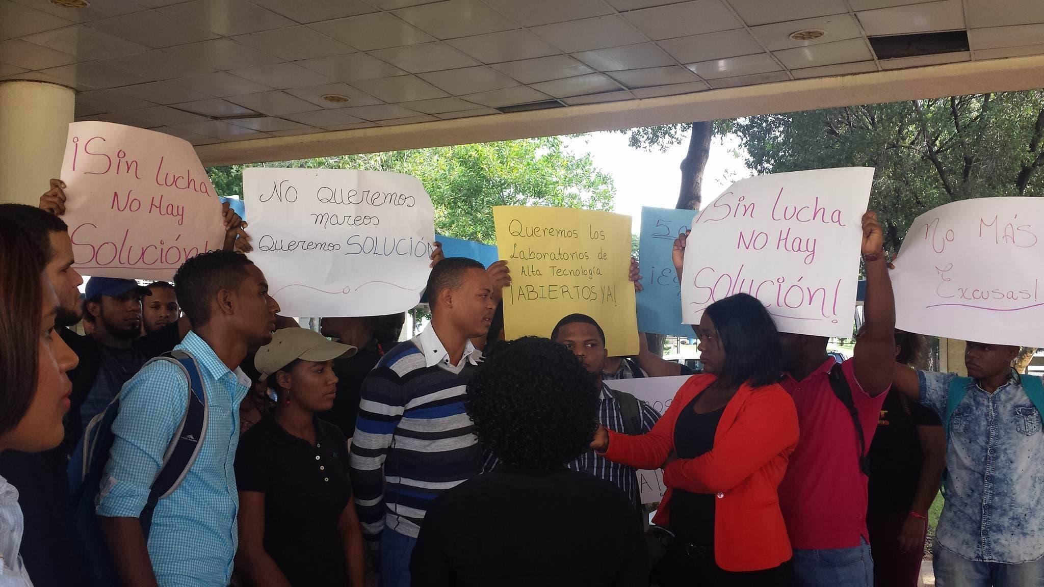 Videos: ¡Y si no lo abren, lo abrimos nosotros!, estudiantes UASD exigen laboratorios inaugurados por Leonel Fernández