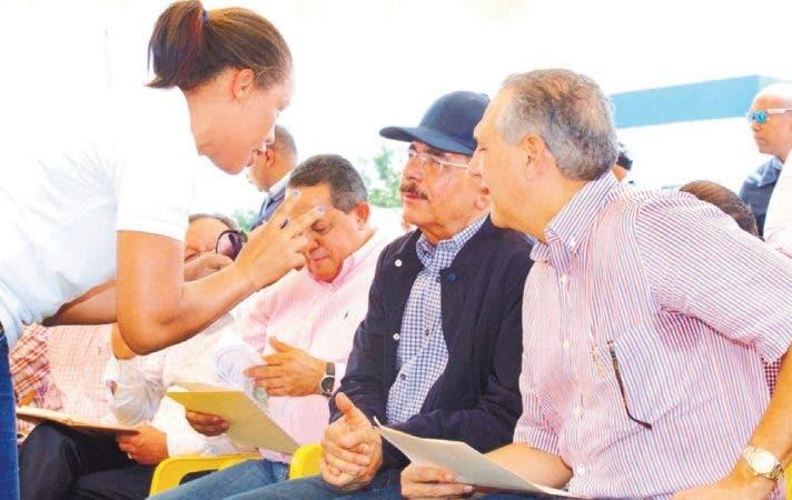 Gobierno promete financiar 5000 tareas a dos asociaciones en Baní