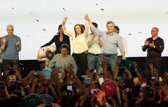 """Mauricio Macri celebra su """"contundente"""" victoria en las elecciones legislativas. Foto: AFP."""
