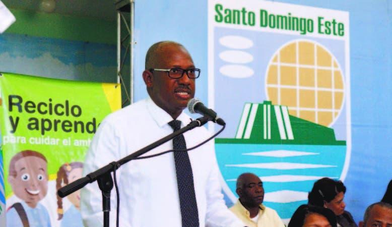 Alfredo Martínez pone en marcha el proyecto Reciclo y Aprendo, en el municipio de SDE