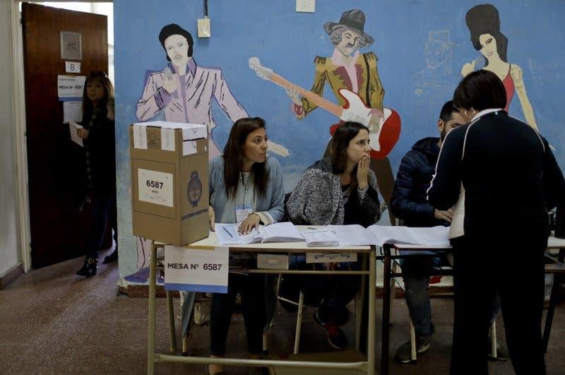 Argentina acude a las urnas a renovar su Congreso en plena agitación por la muerte del activista Maldonado