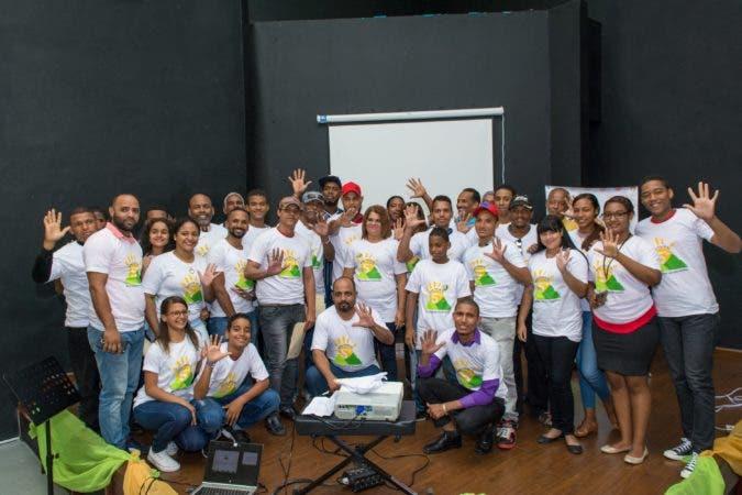 Artistas asistentes al acto de lanzamiento del concurso de murales.