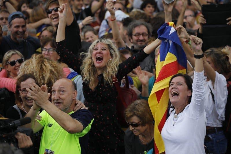 Parlamento de Cataluña aprueba moción de independencia