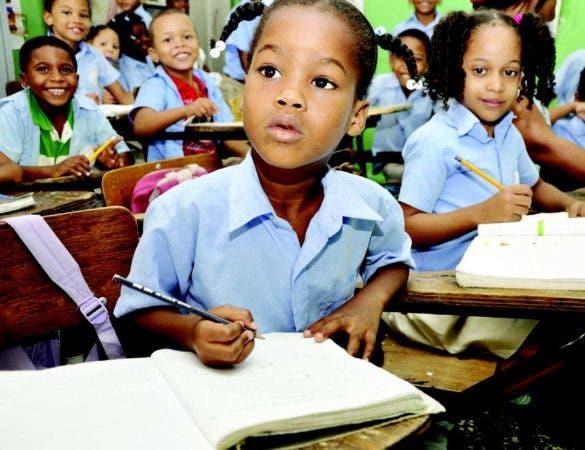 Educación Básica recibirá en el Presupuesto del 2018 10,000 millones de pesos mas que en el de este año.