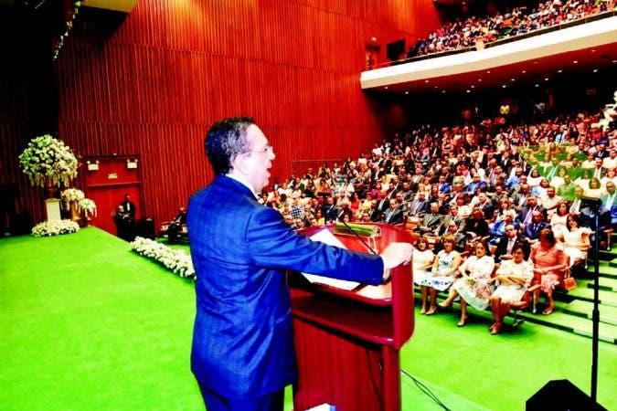 El gobernador del Banco Central, Héctor Valdez Albizu, durante su discurso con motivo al 70 aniversario de la fundación de esa institución.