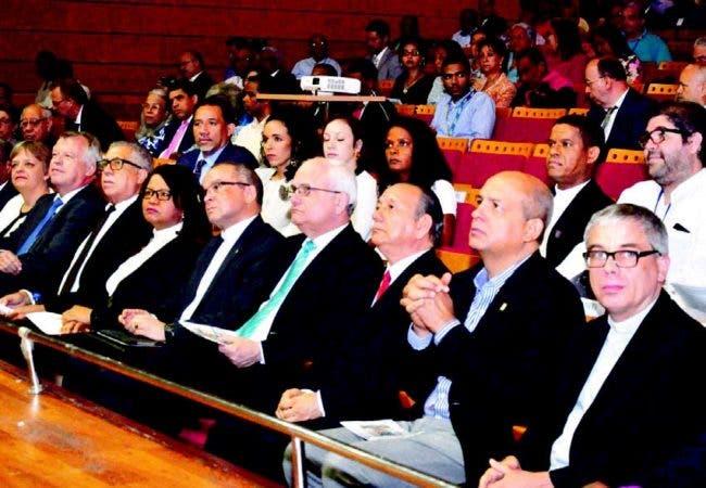 En el evento no solo participaron evangélicos, sino también representantes del catolicismo en el país.
