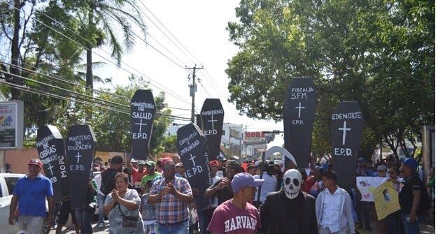 Entierro popular realizado en San Francisco de Macorís.