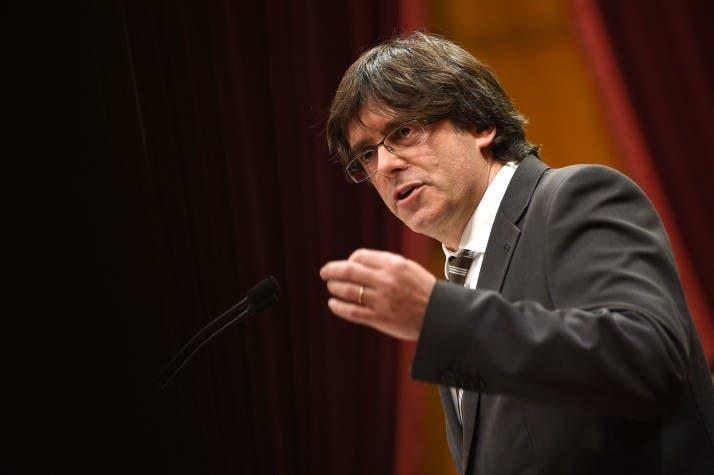 """Puigdemont pide a catalanes una """"oposición democrática"""" al Gobierno español"""