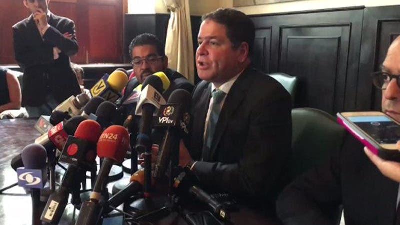 Luis Florido, anunció en rueda de prensa que la Mesa de la Unidad Democrática no asistirá al encuentro con el gobierno en República Dominicana, pautado para este miércoles 27.  Hoy/Fuente Externa 26/9/17