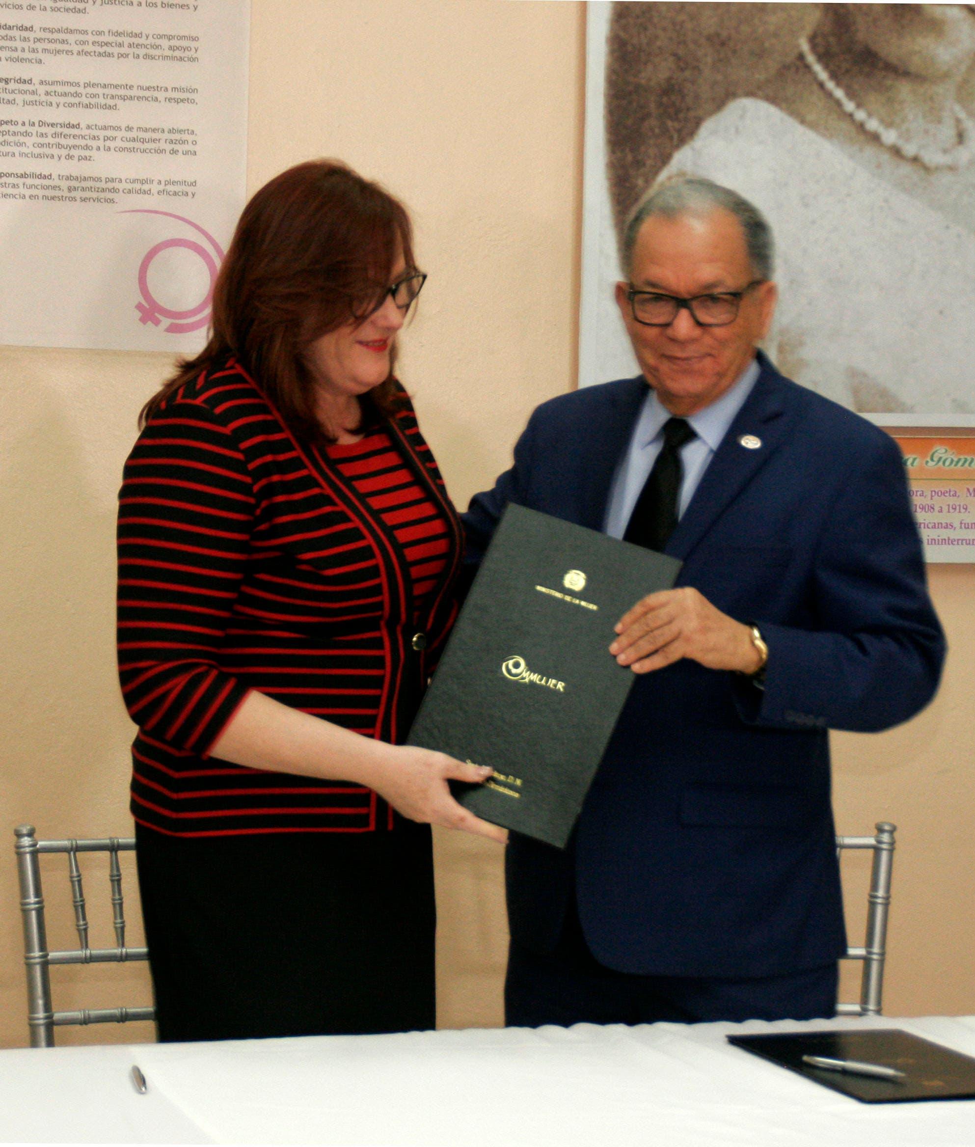 Firman convenio para estimular participación de la mujer en el sector cooperativo