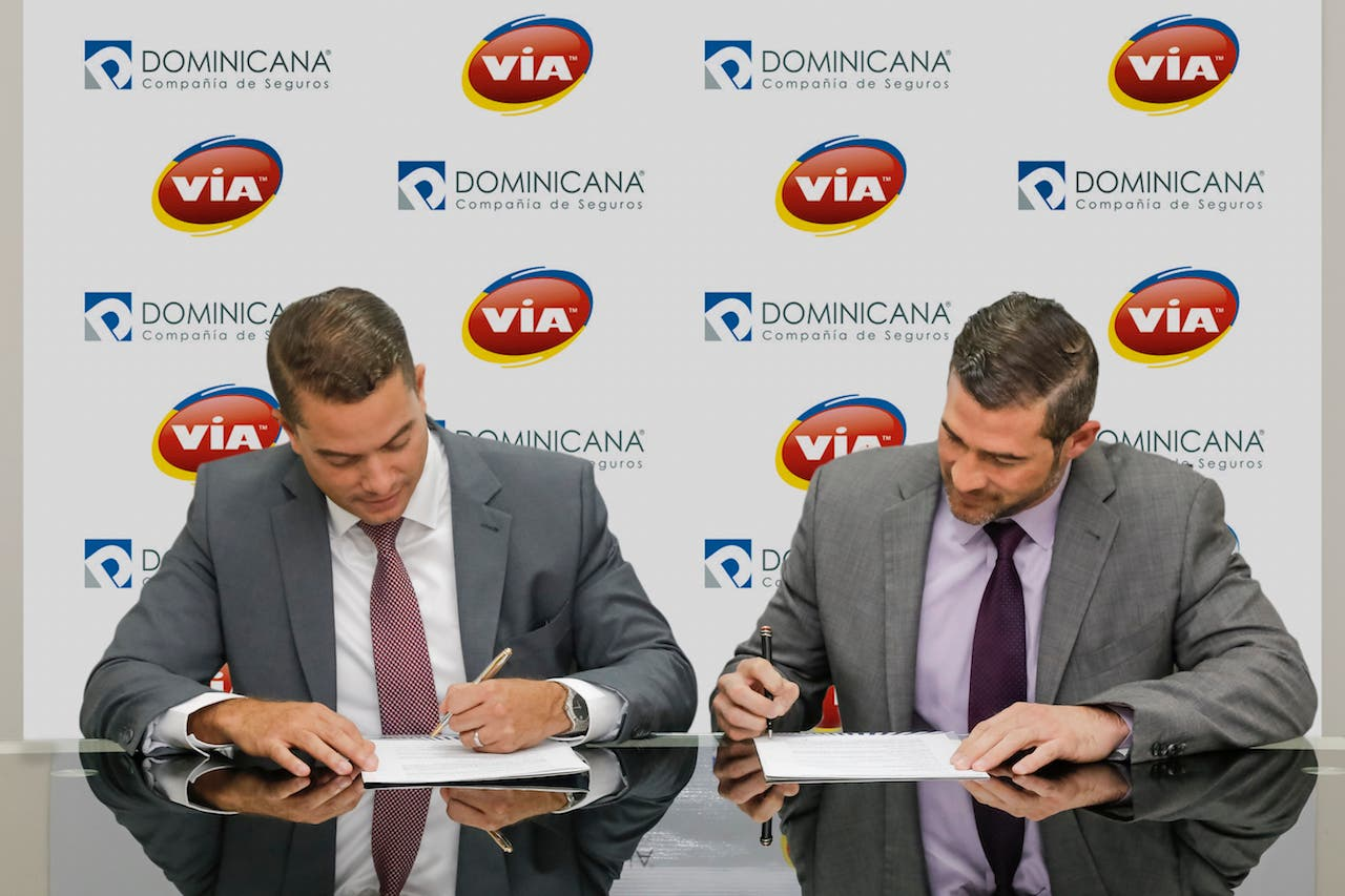 VIA y la Compañía Dominicana de Seguros firman acuerdo