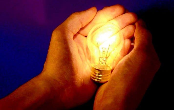 Las instalaciones eléctricas deben ser construidos, instalados y conservados por una persona competente.