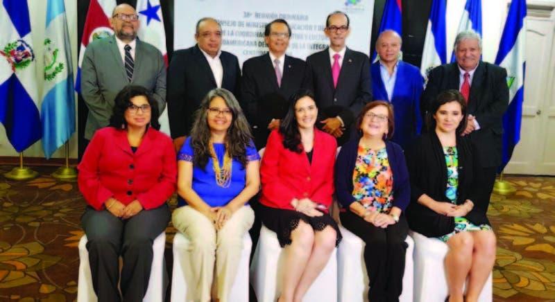 Ministros de Cultura de la región durante el encuentro realizado en Panamá