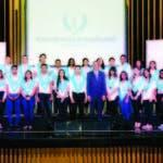 Parte de los estudiantes premiados por Banreservas