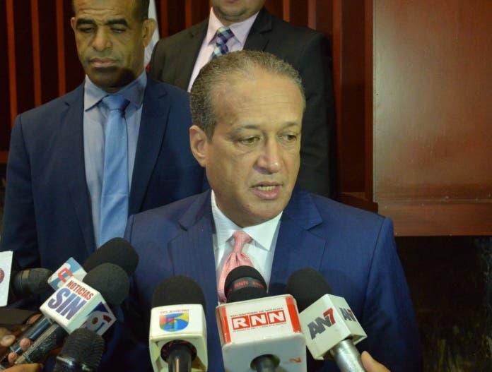 La respuesta de Reinaldo Pared a cuestionamiento por no escoger mujeres al Comité Político